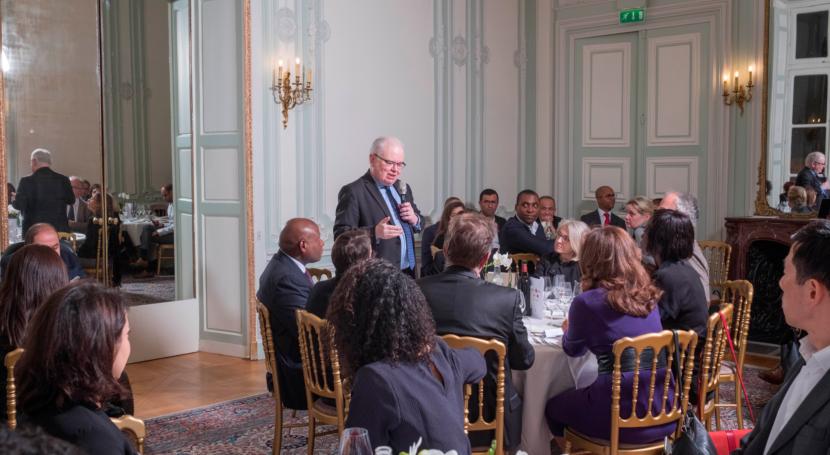 Patrick Gérard, actuel directeur de l'ENA s'adresse à l'assemblée au cours du dpiner débat organisé le 8 janvier 2019